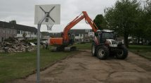 Het basketveld klaargemaakt voor bestrating