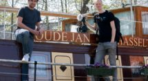 Documentairemakers Daniel Godinho Veiga en Manne Havinga op de Oude Jan. Foto Ronald Oostingh
